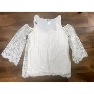 Cowgirl Tuff Co Lace cold shoulder blouse.